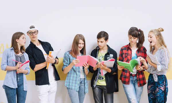 Czypolska młodzież jest mniej aktywna fizycznie odswych rówieśników zeświata?