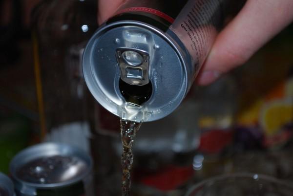 Napoje energetyzujące znaczącym źródłem kofeiny wdiecie dzieci