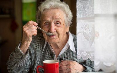 Jak zapobiegać odwodnieniu osób starszych?